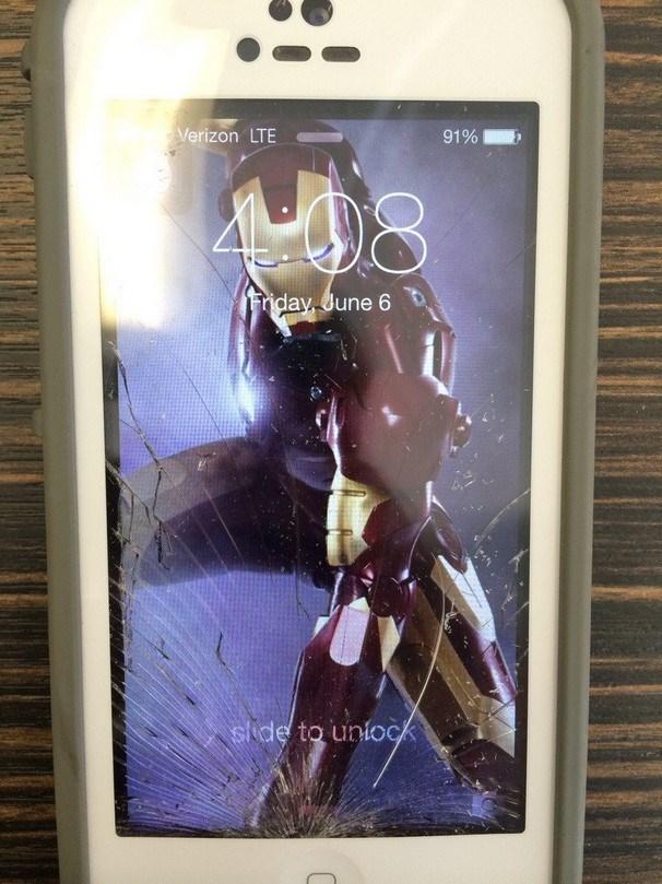 Iron Man iphone com ecrã partido o futuro é mac